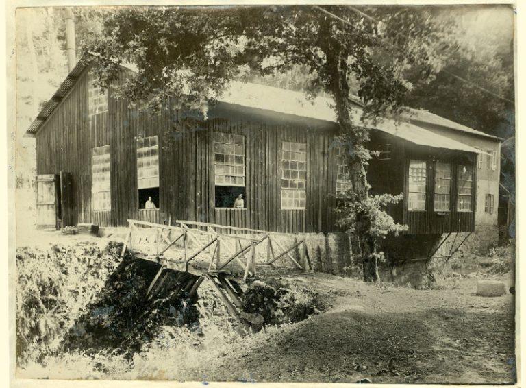 Año 1931. Exterior de la central.