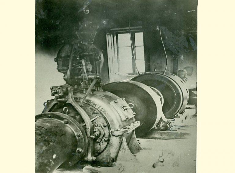 Año 1915. Interior de la central primitiva.